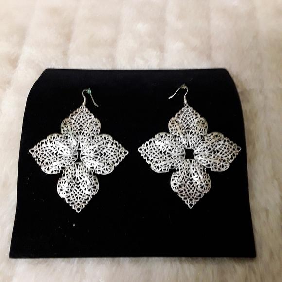 0 Jewelry - Silvertone Filigree Flower Pierced Dangle Earrings